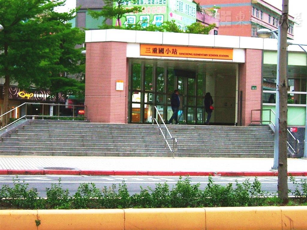 三重區中古屋租售網捷運三重國小站公寓2樓超低價出售