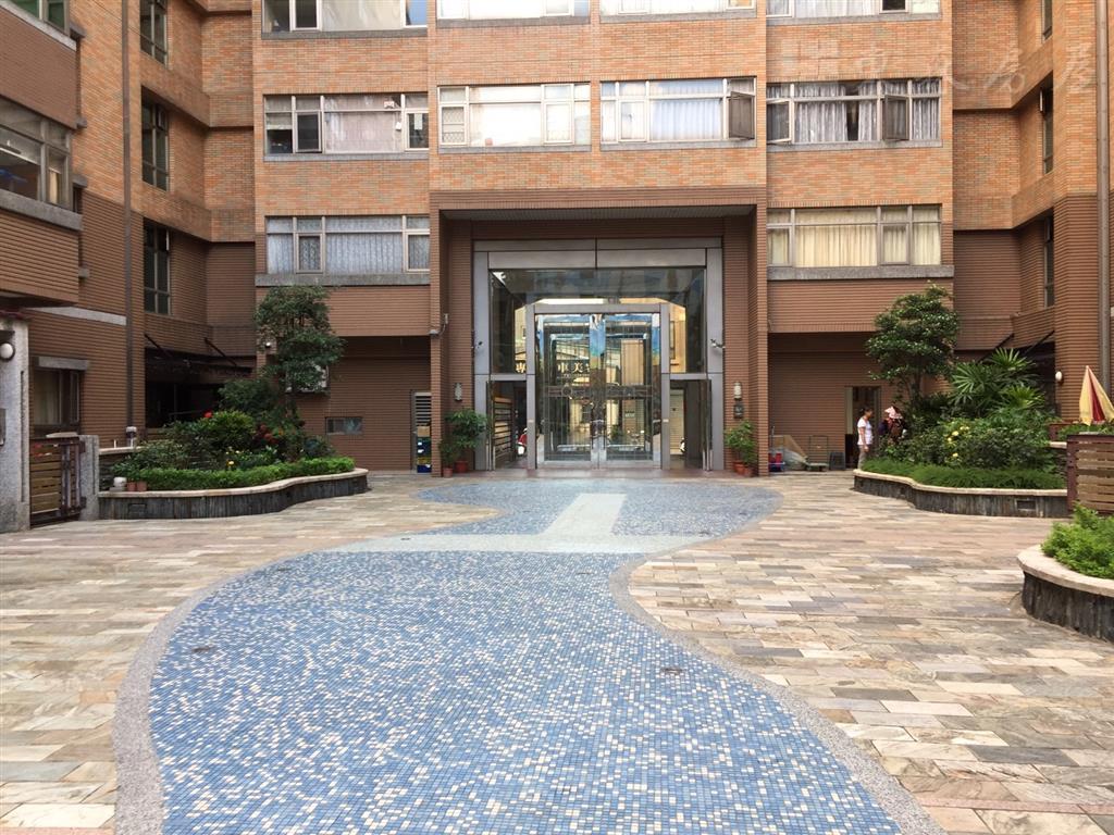 蘆洲區電梯大樓房屋降價區晶華桂冠警衛社區4房+平面車位