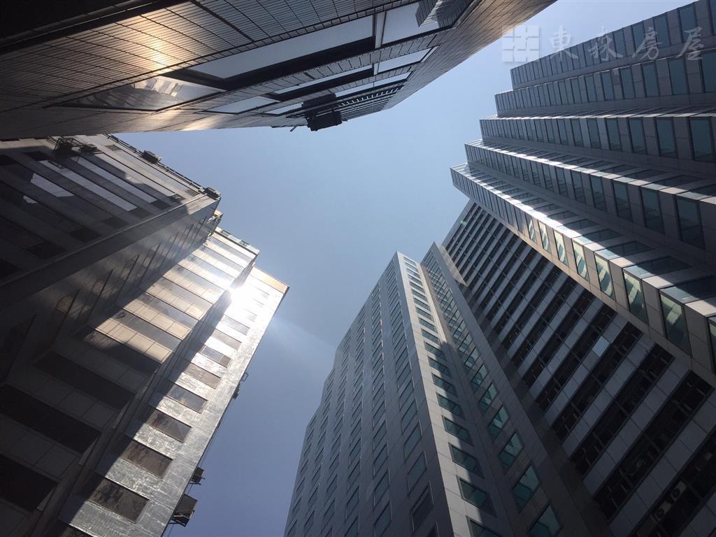 【投資客最愛月收3.3萬】亞洲新灣區中正四路/自強路 捷運站口1分鐘 鋼骨辦公室